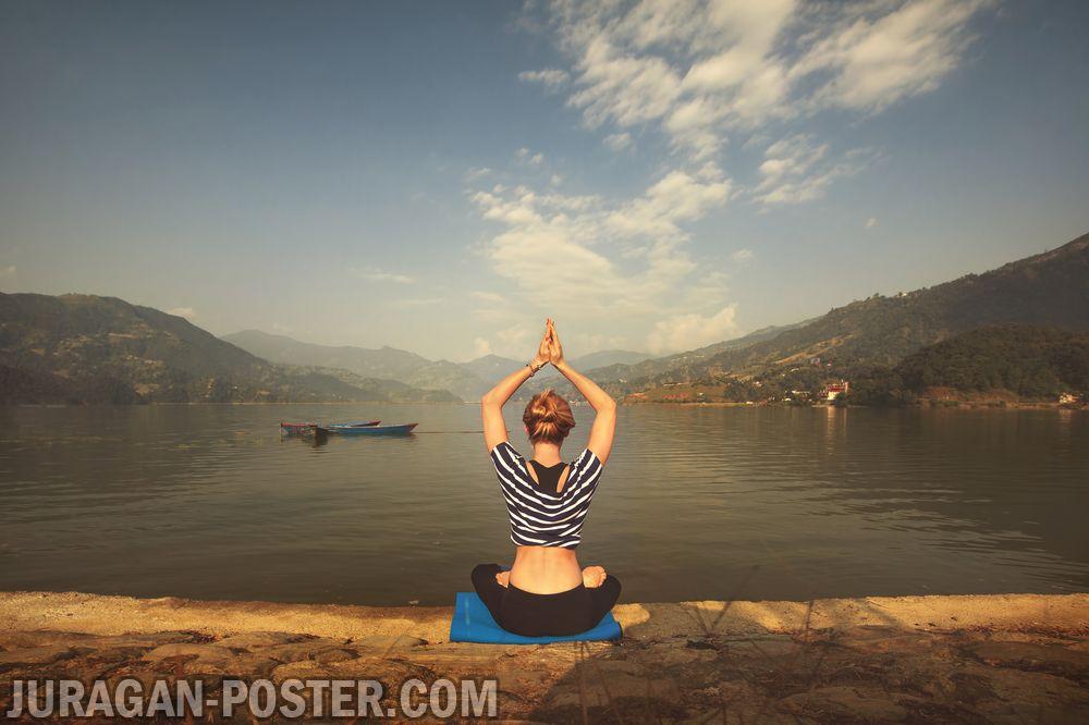 jual gambar poster wanita berlatih yoga