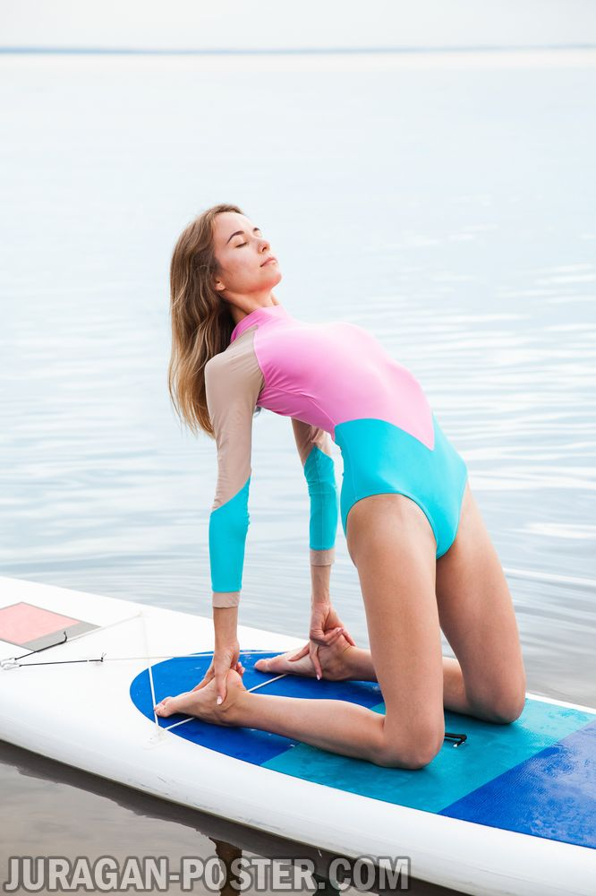 jual poster gambar wanita berlatih olahraga yoga